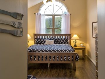 Image of Pine Room with King Bed and Large Windows