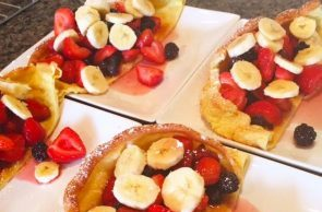 Dutch Babies Filled with Fruit